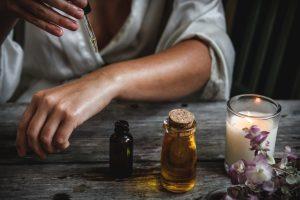 Kako nanositi eterična ulja na kožu?